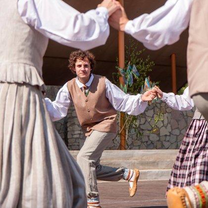 Tautas dejas