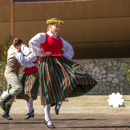 Tautiskās dejas